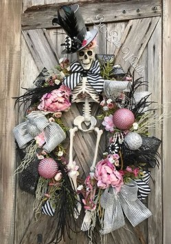 Stunning Diy Halloween Wreaths Design Ideas That Looks Cool34