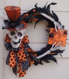 Stunning Diy Halloween Wreaths Design Ideas That Looks Cool36