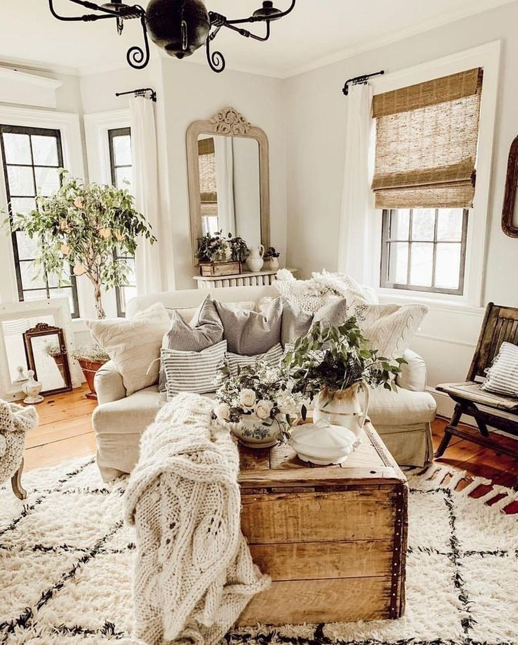 Awesome Living Room Mirrors Design Ideas That Will Admire You16