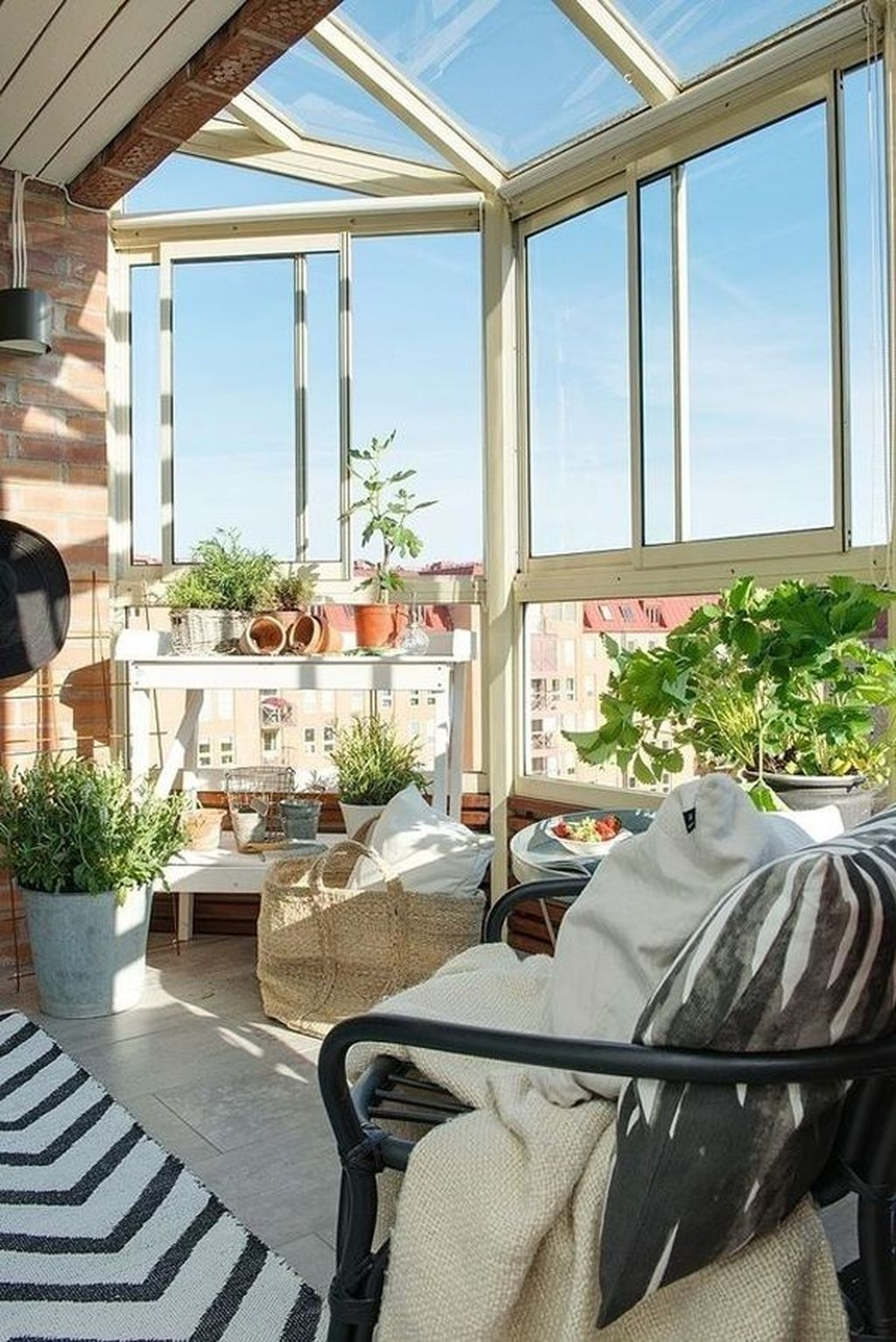 Brilliant Closed Balcony Design Ideas To Enjoy In All Weather Conditions20