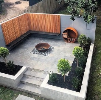 Chic Small Courtyard Garden Design Ideas For You32