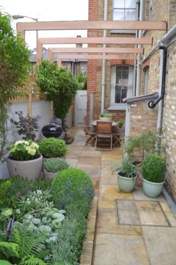 Chic Small Courtyard Garden Design Ideas For You34