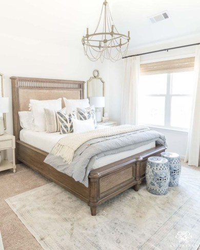 Cute Chandeliers Decoration Ideas For Your Bedroom10