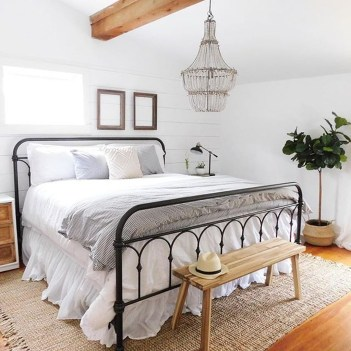 Cute Chandeliers Decoration Ideas For Your Bedroom42