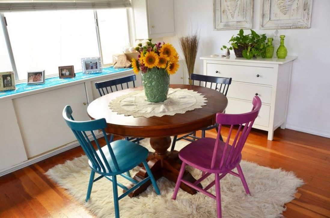 Stunning Dining Room Design Ideas With Multicolored Chairs08
