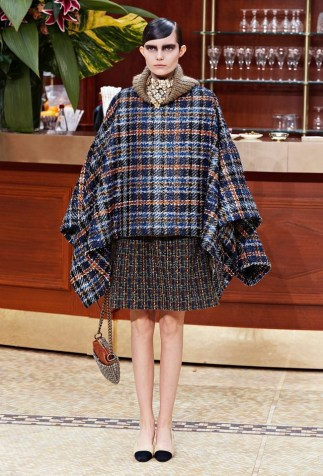 chanel herfst winter 2015 trend cape