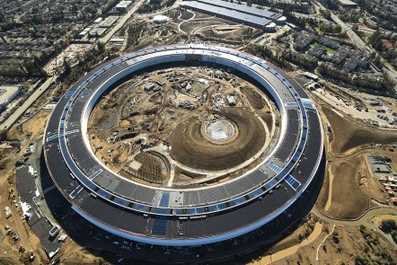 apple-futuristic-spacehip-campus-park