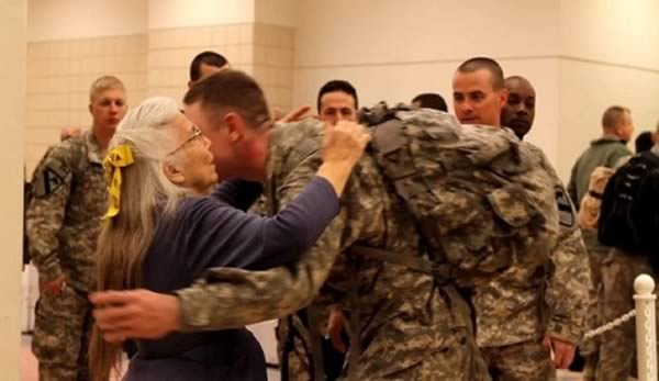 80 Year Old Texas Woman Hugs Every Soldier Going and Coming Back from War