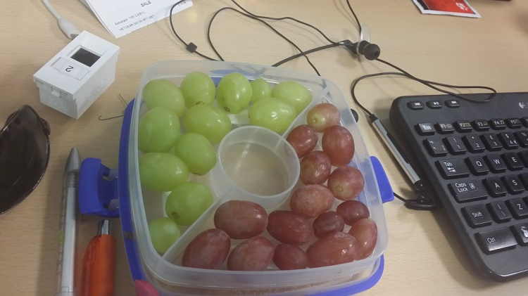 This box with grapes