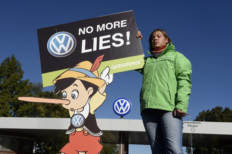 Anger channelized towards the group involved in the emission scandal of Volkswagen
