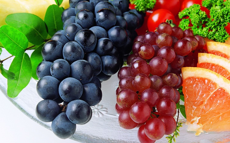 Black and Red Grapes