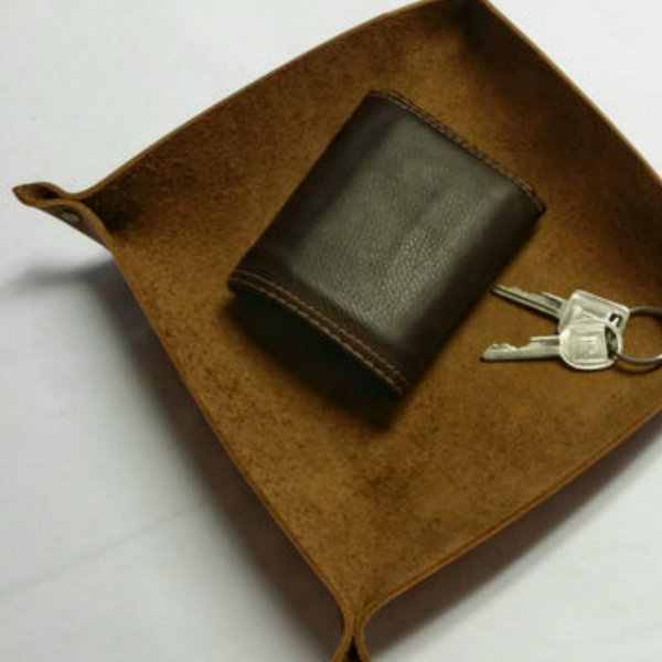 Leather tray for keys and chains