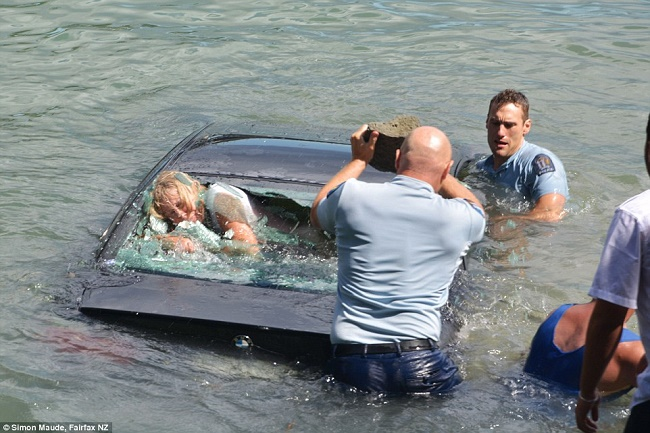 Rescue of a woman from a drowning car