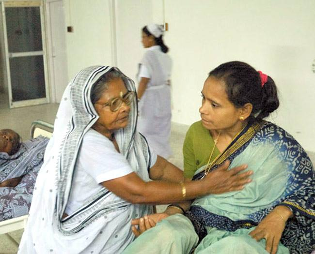 Subhashini Mistry meeting with the patients