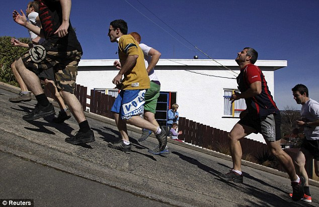 Baldwin Street Hosts the Steepest Race