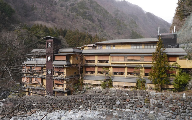 world's oldest hotel is located in Japan