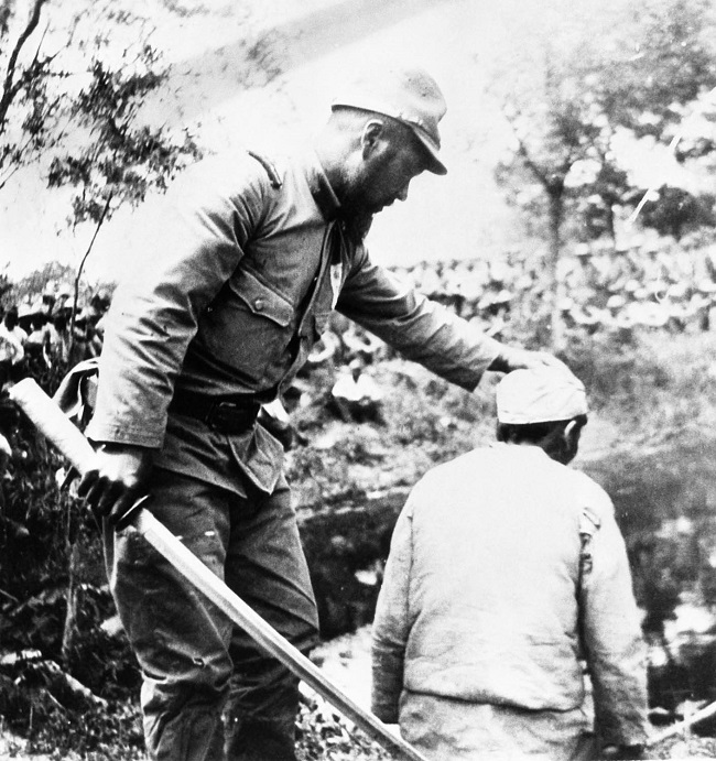 Japanese soldier about to decapitate a Chinese