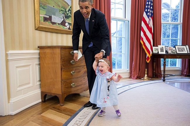 Obama playing with baby kid