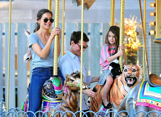 suri cruise enjoying with parents