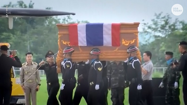 Soldiers at funeral