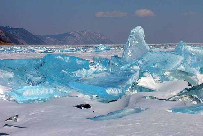 Turquoise ice crystals