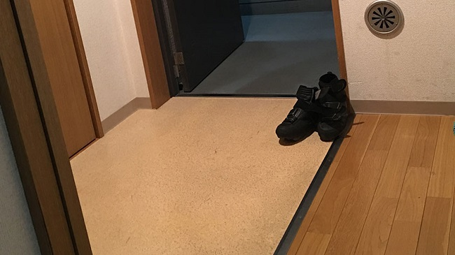 Japanese apartments do not have entryways