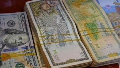 خفض جديد في سعر الدولار للتجار والصناعيين في سوريا