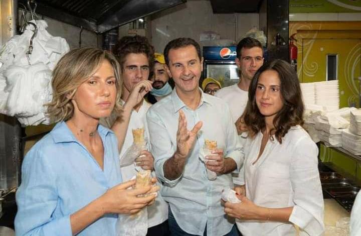 الرئيس بشار الأسد مع عائلته في حي الميدان وسط دمشق ( صور )
