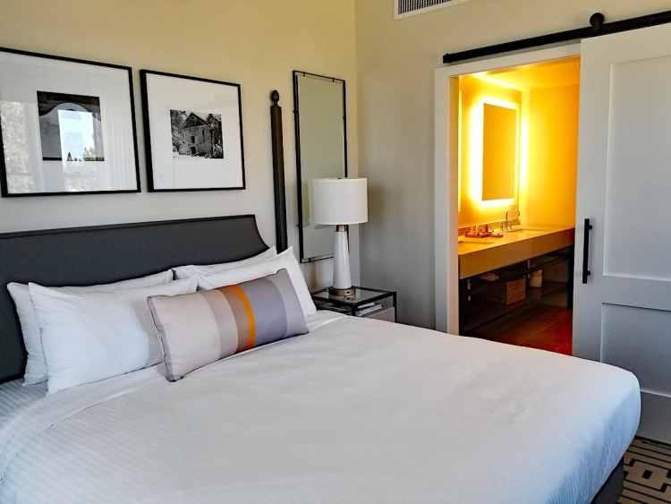 King Premium Room at Hotel E in Santa Rosa (photo credit Randy Yagi)