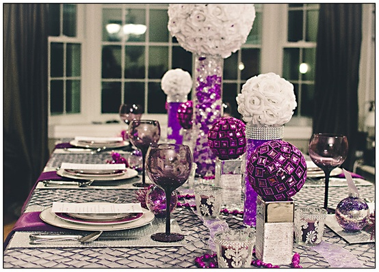 Colorful Christmas Tabletop Decor Ideas: White, Red