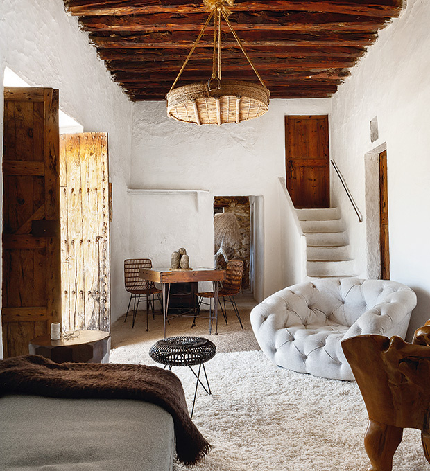 400-year-oldcave-home-ibiza-02