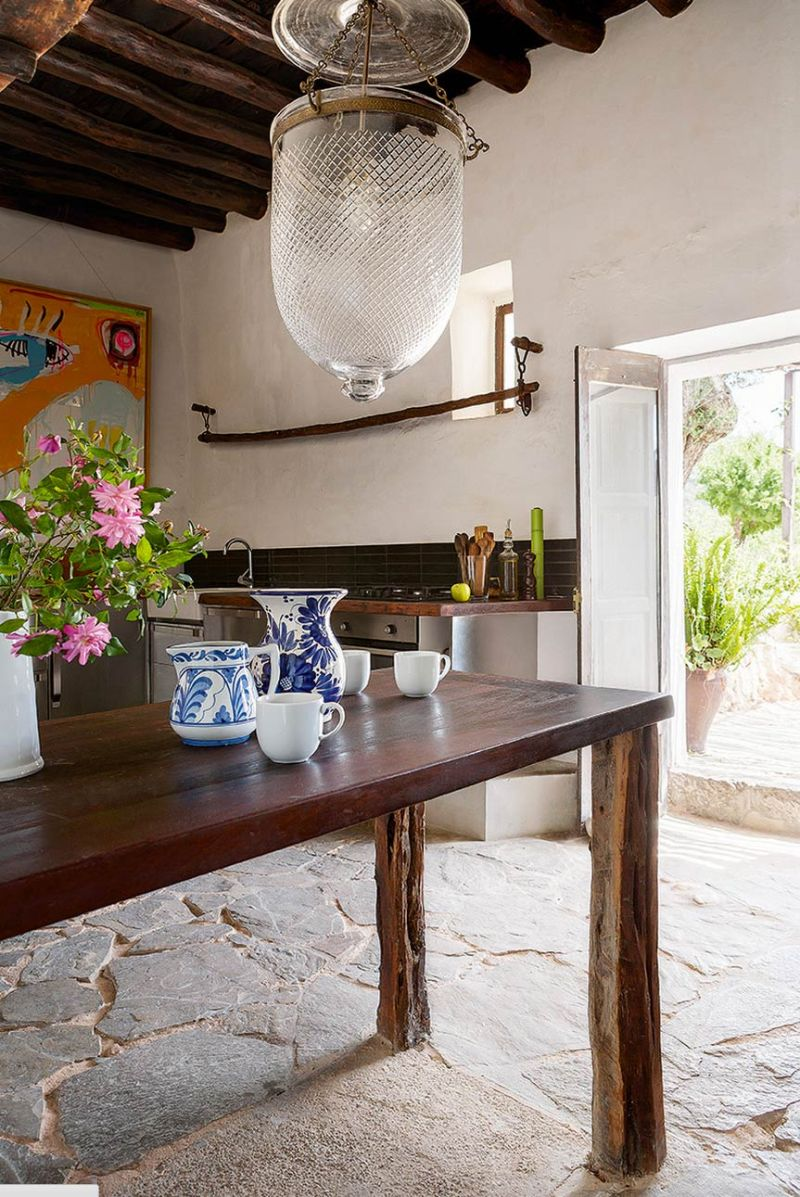 400-year-oldcave-home-ibiza-05