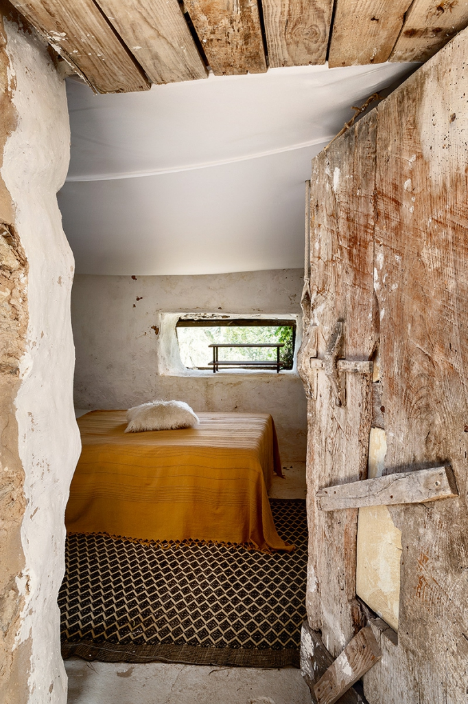 400-year-oldcave-home-ibiza-07