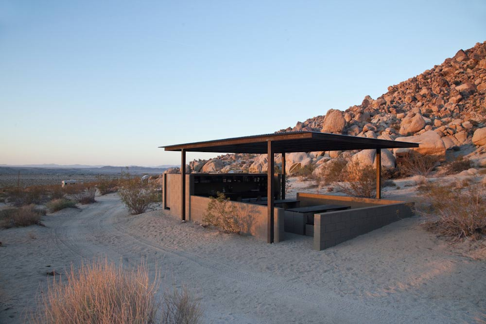 wagon-community-living-project-in-the-desert-5