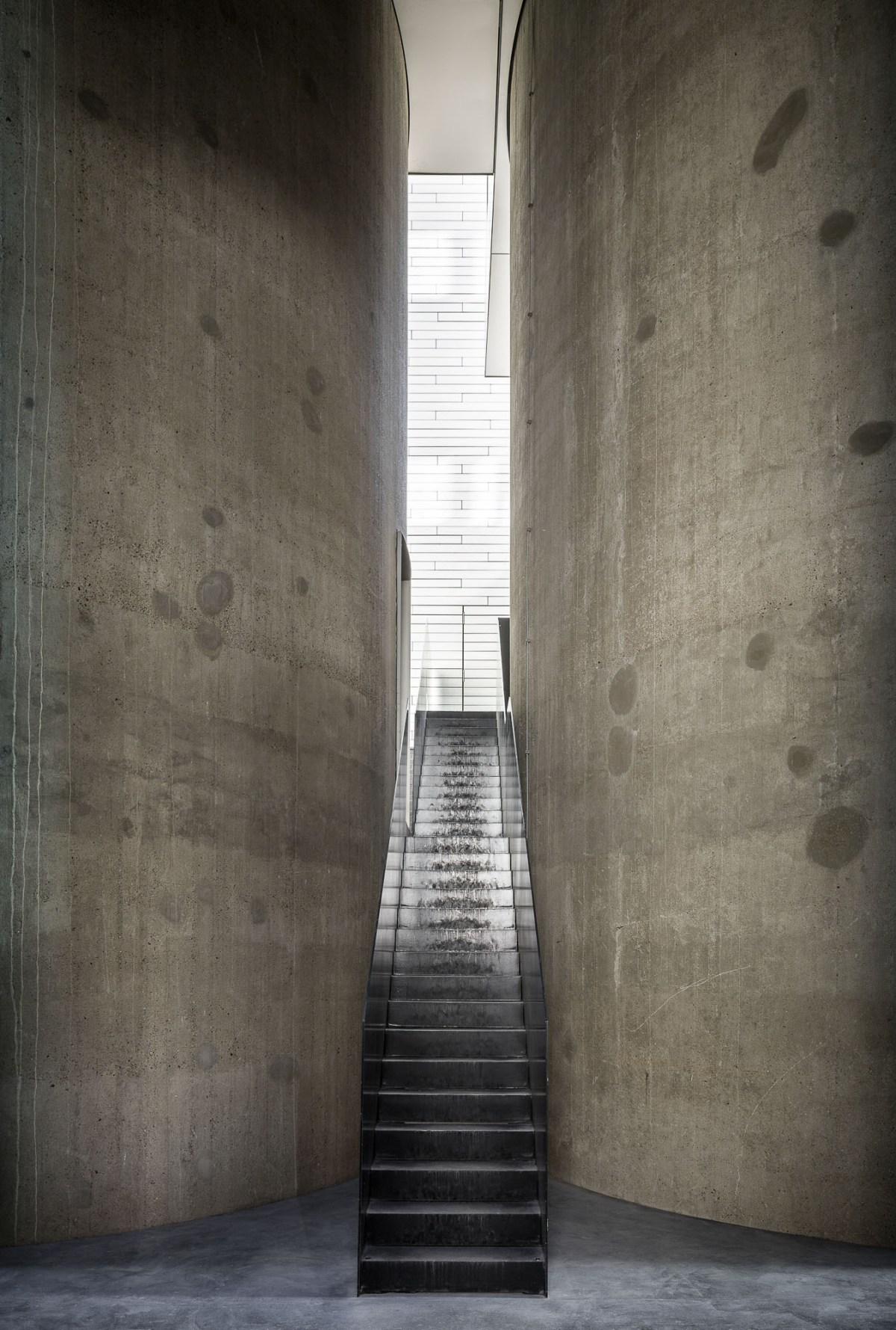 art-dealer-axel-vervoordt-belgian-estate-by-frederik-vercruysse-17