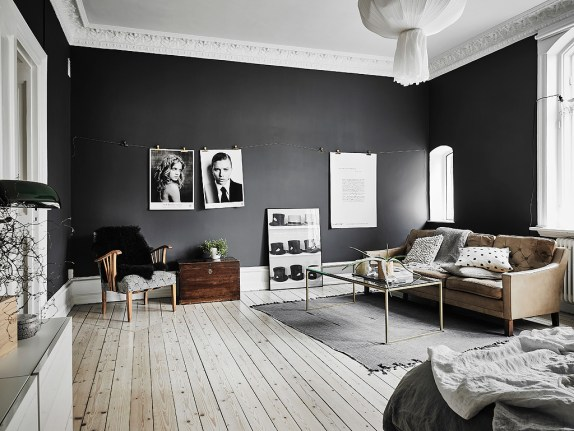 light-wooden-floors-black-wall-Scandinavian-living-space