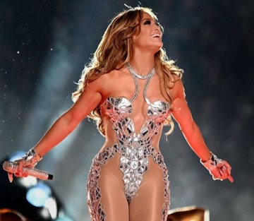 This-is-the-glowy-bronzer-Jennifer-Lopez-wore-for-her-Superbowl-perfomance
