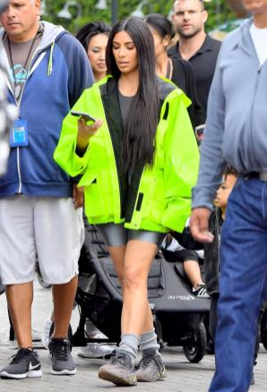 kim-kardashian-adidas-yeezy-700
