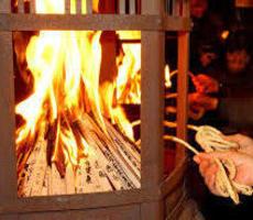 八坂神社 年始の伝統行事「をけら祭」
