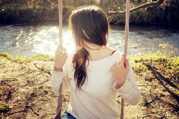 Beautiful-girl-nature-swings-Favim.com-117437