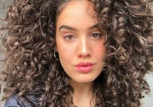 Stylish Medium Length Curly Hair Trends for 2020