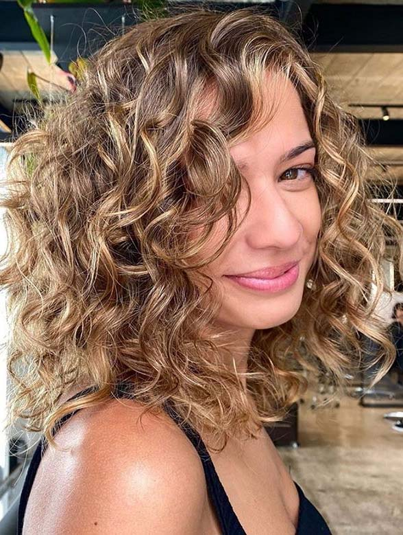 Fantastic Curly Haircuts for Medium Hair You Must Try Nowadays