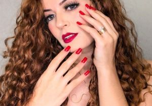 Popular Curly Hair & Makeup Style for 2021