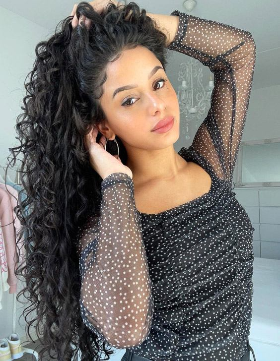 Mind Blowing Long Curly Hairstyle & Trends for 2021