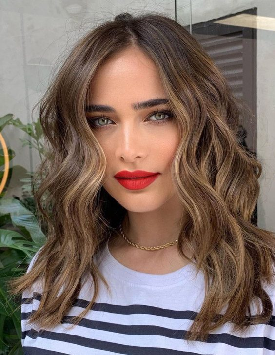 2021 Fresh look of Hair and Makeup You can Try now
