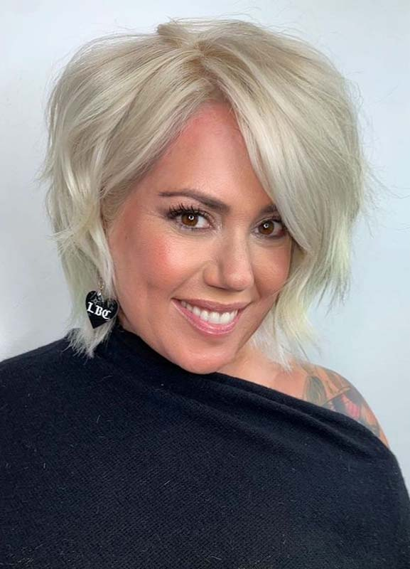 Elegant Short Blonde Haircuts for Girls to Sport