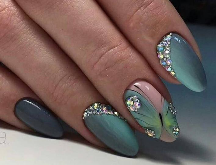 Gorgeous Dotted Manicures Nails To Copy This Winter