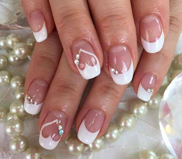22-25 Romantic Heart Nails Designs