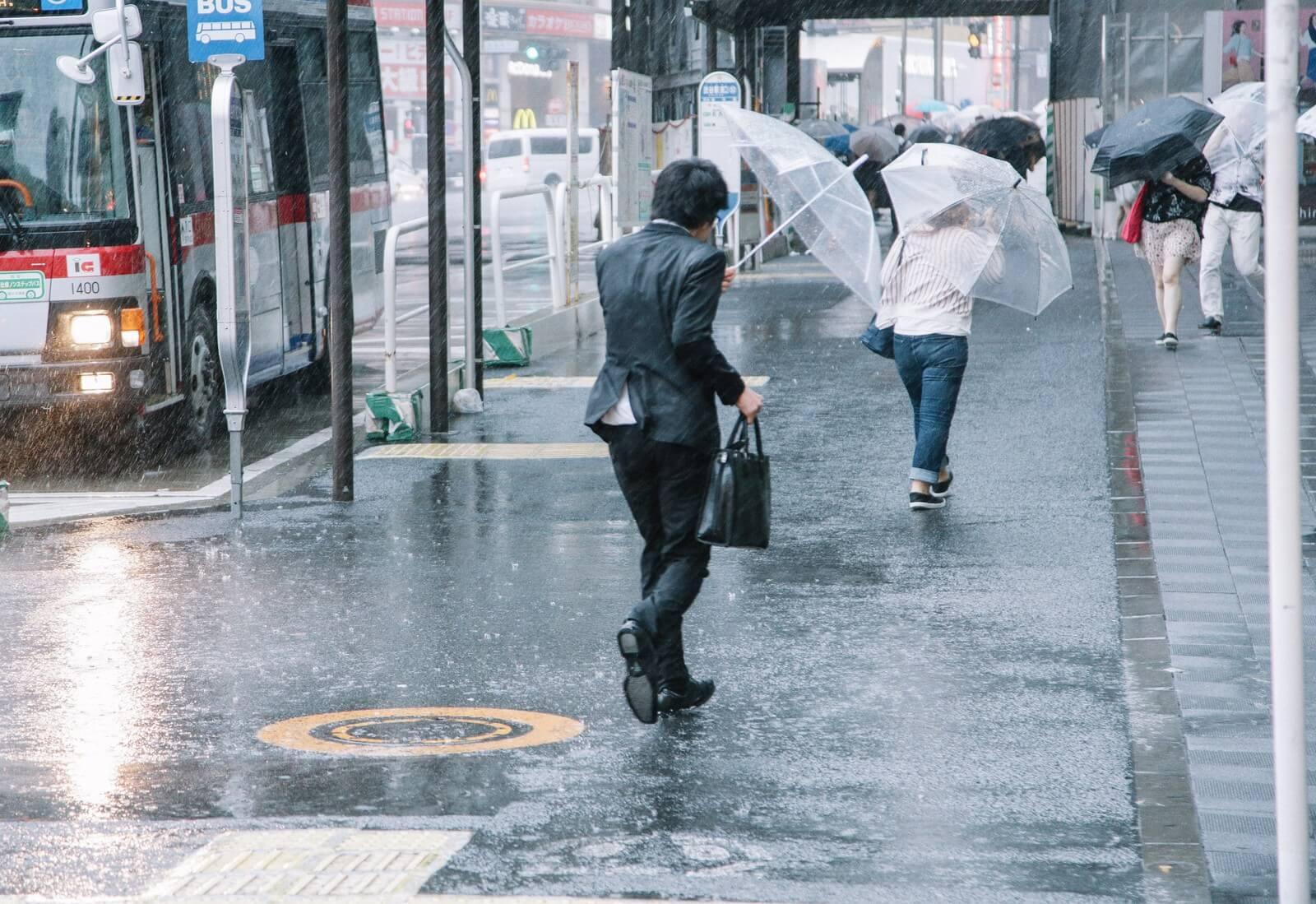 台風21号:南海尾崎駅で電線ショートの影響で火災発生!