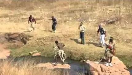 VIDEO: Utwalofu Namankentshane - Ngiyakwembesa Uyazembula mp4 download